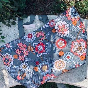 Vera Bradley   BEAUTIFUL large summer tote bag